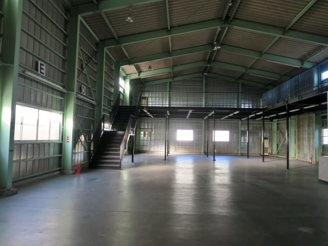 studio warehouse
